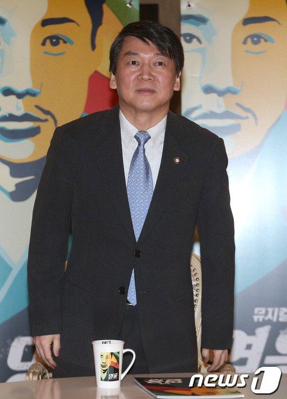 [사진]안철수 의원 뮤지컬 '영웅' 관람