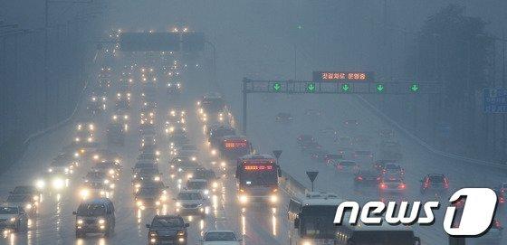 [사진]서울톨게이트 들어서는 귀경차량들