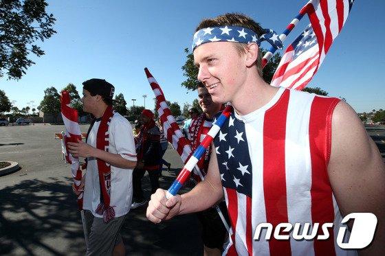 [사진]'미국 응원복장은 성조기'