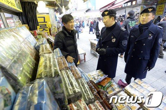 [사진]'전통시장에도 관광경찰이?'
