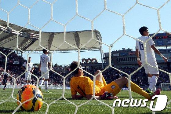[사진]한국 '전반 4분만에 선제골 허용'