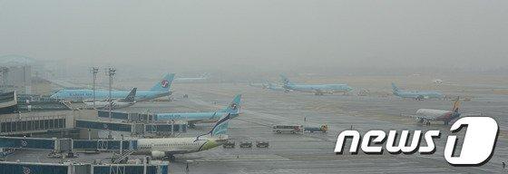 [사진]김포공항, 짙은 안개로 오전 한때 운항 차질