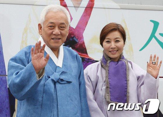 [사진]김한길-최명길 '한복 곱게 차려입고...'