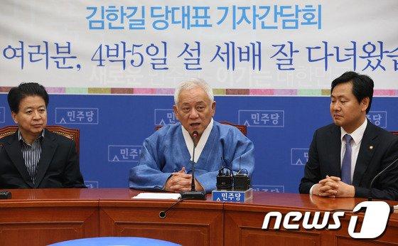 """[사진]김한길 """"당장은 연대보다 경쟁 승리가 중요"""""""