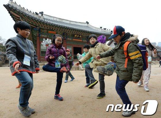 [사진]궁궐에서 즐기는 민속놀이