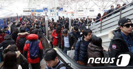 [사진]귀경객으로 붐비는 서울역