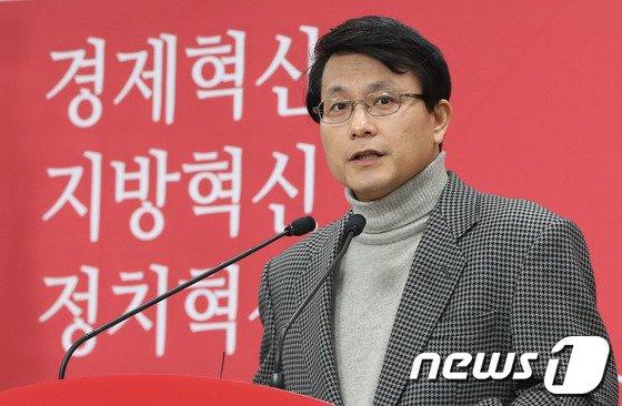 [사진]기자간담회하는 윤상현