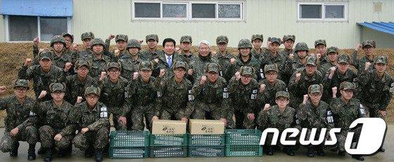 [사진]GOP 장병 격려하는 김진표-백군기
