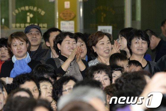 [사진]'노래자랑이 흥겨운 중국동포들'