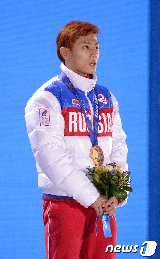 [사진][소치2014]러시아 국가 부르는 안현수