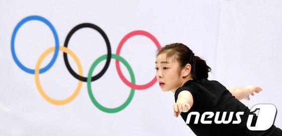 [사진][소치2014]김연아 '연습도 진지하게!'