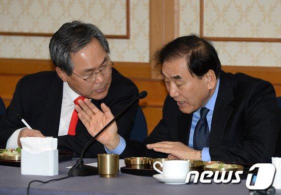 [사진]'개헌 모임, 잘해봅시다'
