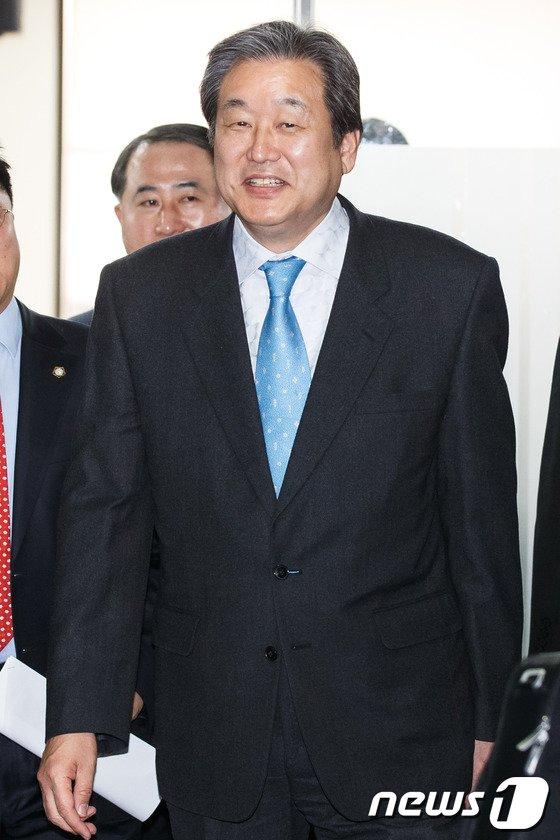 [사진]변협 특강 마친 김무성