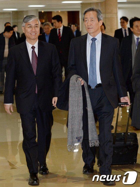[사진]중국으로 출국하는 정몽준 의원