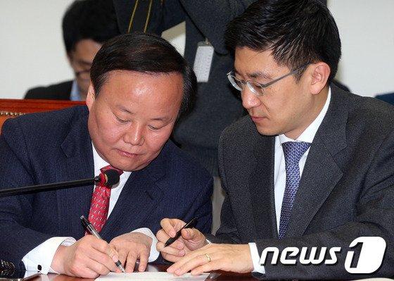 [사진]김재원-김세연 '필담'