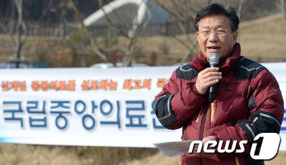 [사진]인사말하는 윤여규 국립중앙의료원장