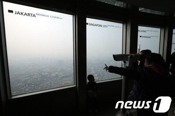 [사진]'미세먼지 가득한 서울 도심'