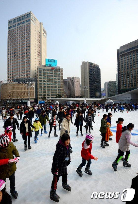 [사진]서울광장 스케이트장 오늘까지 운영