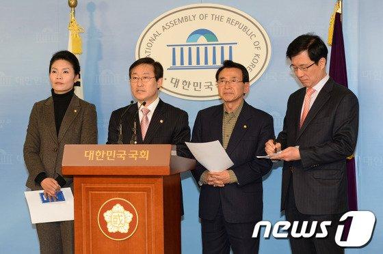 [사진]민주, '외통위-법사위' 연석회의 개최하라