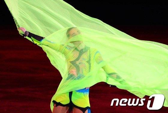 [사진][소치2014]'금메달 사냥꾼' 소트니코바의 갈라쇼 실수