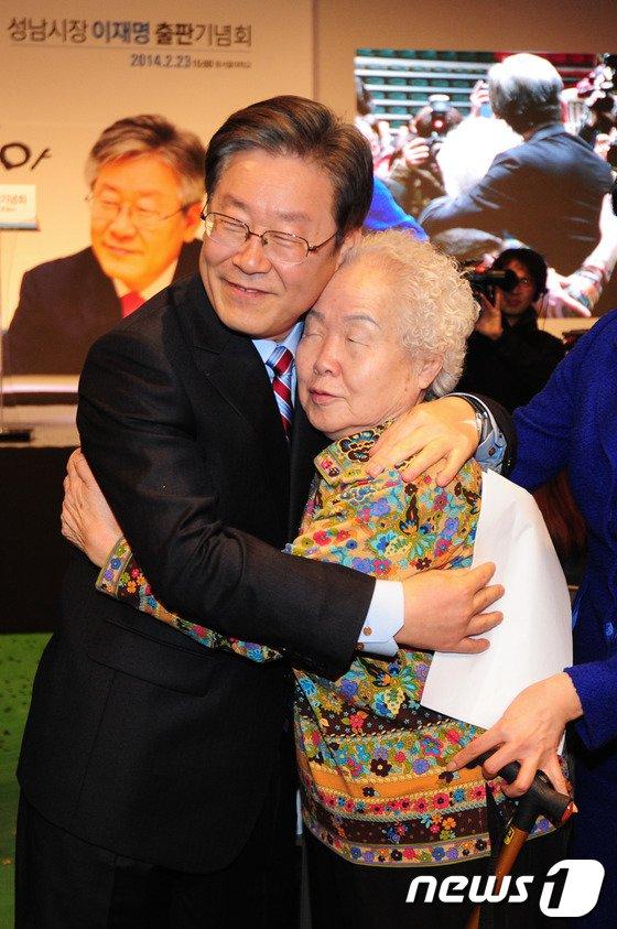 [사진]이재명 '사랑스런 나의 어머니'