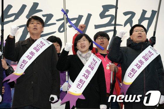 [사진]구호 외치는 이정희 대표
