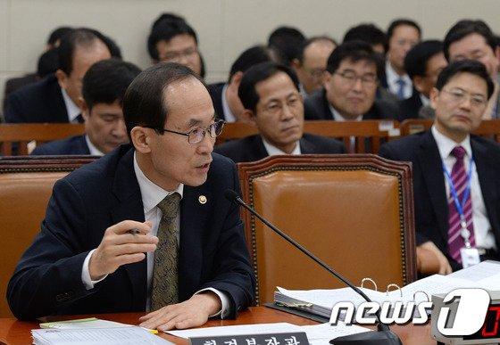 [사진]윤성규 장관 '국회 답변'