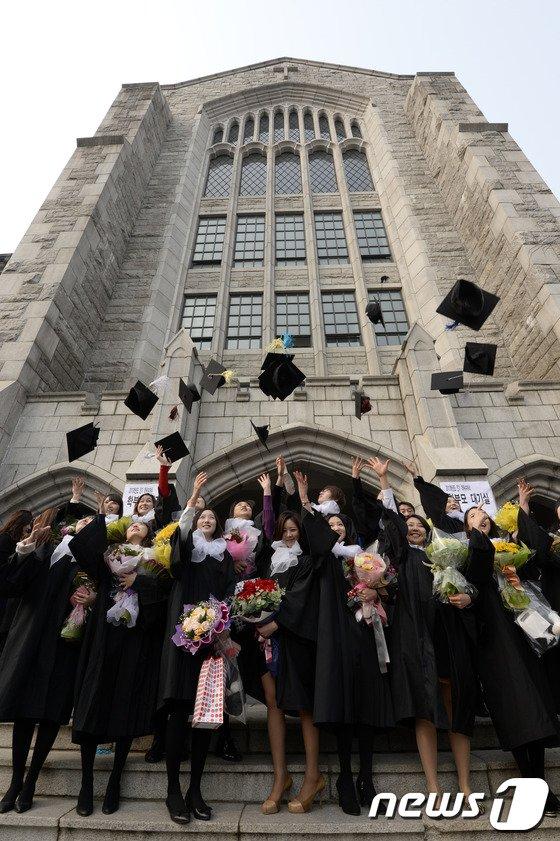 [사진]'대학 졸업, 이제 사회 속으로'