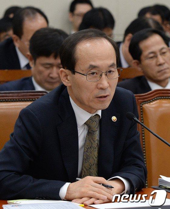 [사진]윤성규 장관 '환노위 답변'