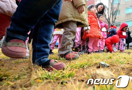 [사진]경의선 공원 보리밟기 행사