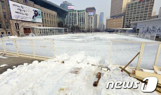[사진]서울광장 스케이트장 해체