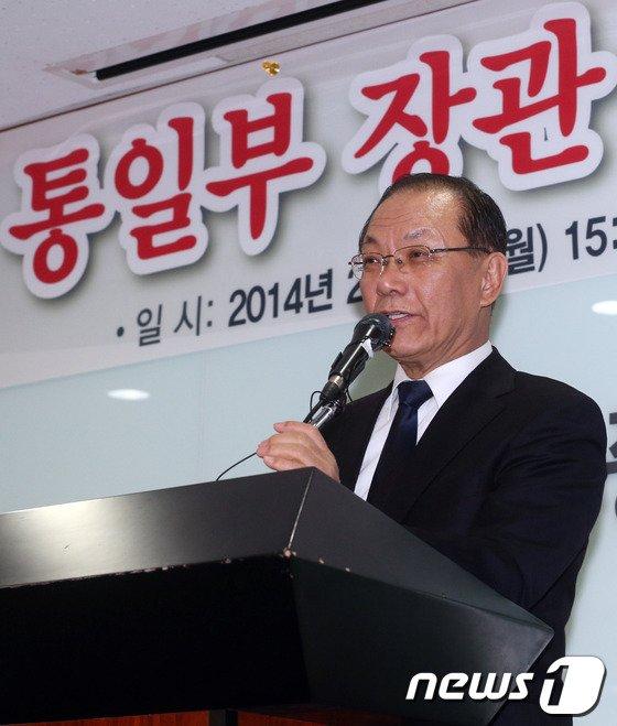 [사진]황우여 대표 '통일은...'