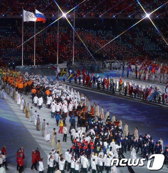 [사진][소치2014]자유롭게 입장하는 각국의 선수단