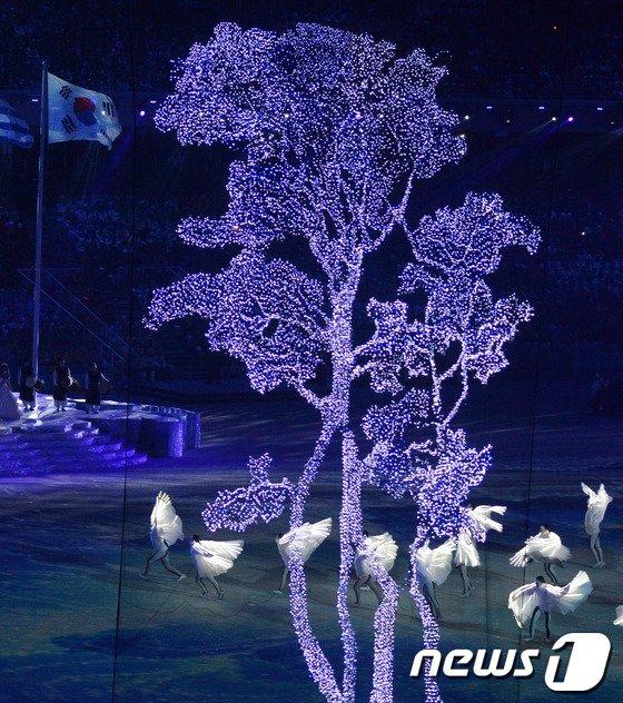 [사진][소치2014]소나무와 학이 어우러진 멋진 무대