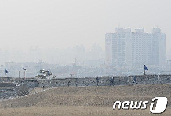 [사진]수원 화성 '미세먼지 가득'