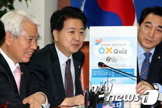 [사진]노웅래 '청와대 페북 이벤트 웃음만...'