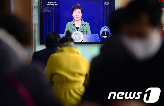 [사진]朴 대통령 '가계부채 5%P 낮추겠다'