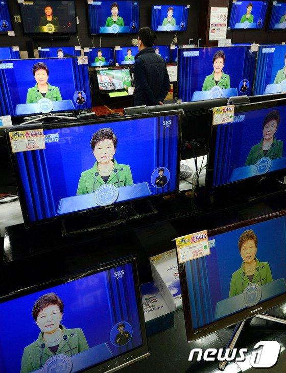 [사진]박근혜 대통령 '청년일자리 50만개 창출'