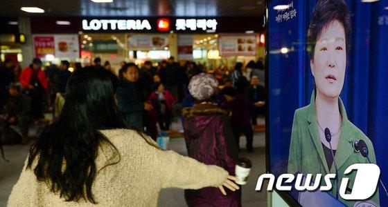 [사진]박근혜 대통령 취임 1주년 담화, 시민들 반응은?