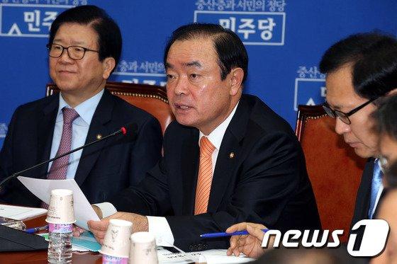 [사진]모두발언하는 장병완 정책위의장