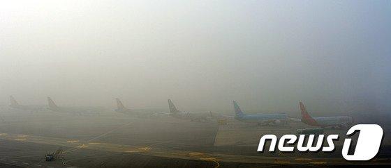 [사진]안개에 묻힌 김포공항