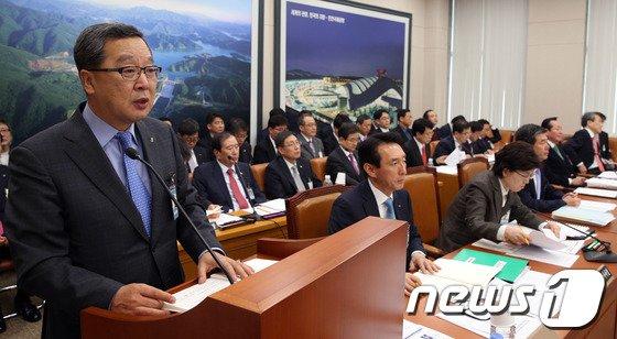[사진]업무보고하는 이재영 사장