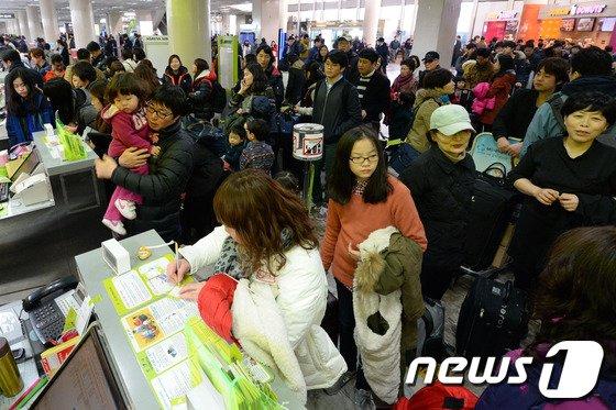 [사진]안개·미세먼지 '여행객들 발동동'