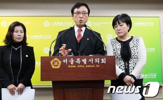 [사진]친환경유통센터 기자회견하는 최명복 서울시의원