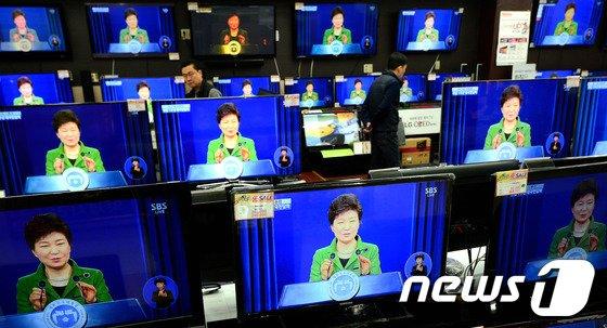 [사진]취임 1주년 대국민담화 발표하는 박근혜 대통령