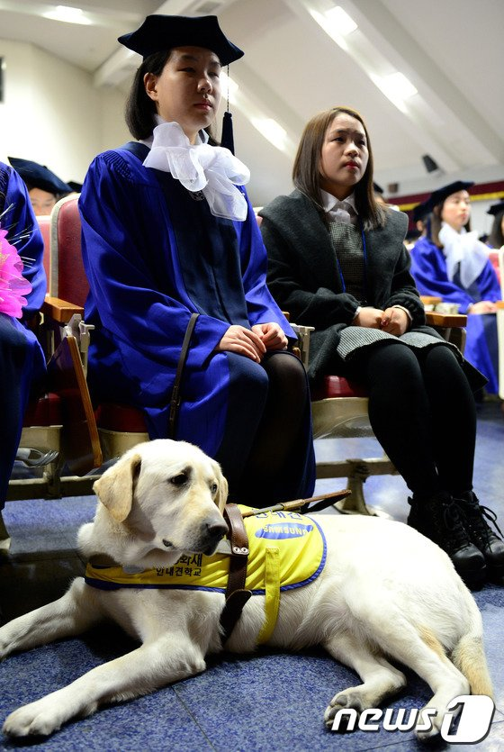 [사진]'루시와 함께 졸업'