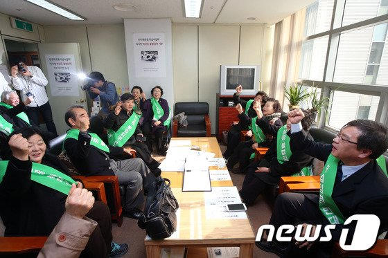 [사진]'낙하산 논란' 8일째 점거농성