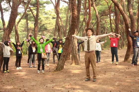 환경부(장관 윤성규)는 기초생활수급자, 한부모가정 등 취약계층 어린이 중심으로 '국립공원과 함께하는 건강나누리 캠프'를 4월부터 10월까지 3000여명을 대상으로 총 60회 개최할 계획이라고 밝혔다. © News1