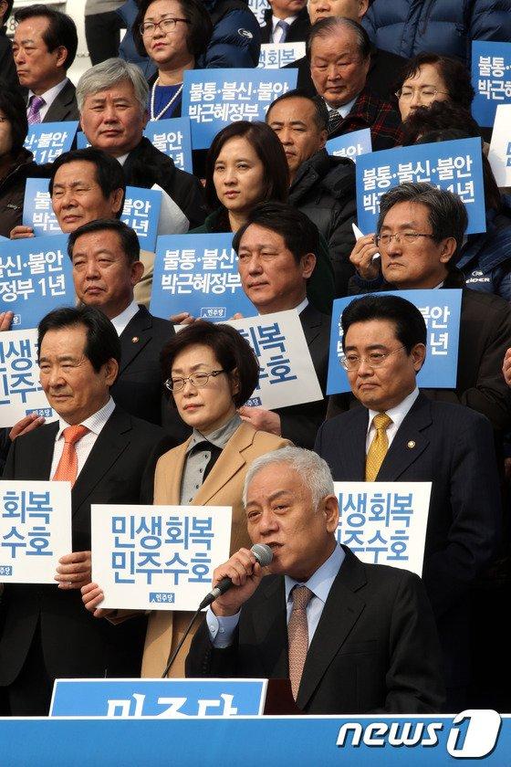 [사진]발언하는 김한길 대표