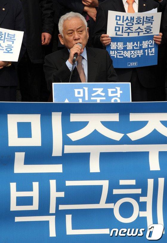 [사진]김한길 '朴정부 1년, 민주주의 후퇴'